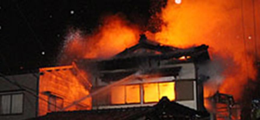 Isola Capo Rizzuto (KR), incendiato un appartamento