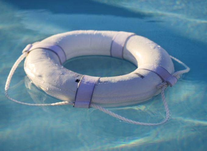 Bimbo annegato in piscina per «negligenza, imperizia e imprudenza»