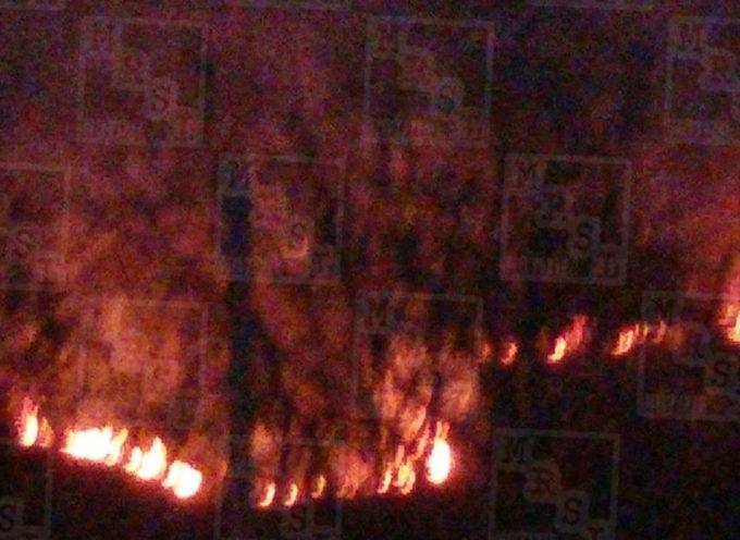 Paola – Vasto incendio lambisce la SS18