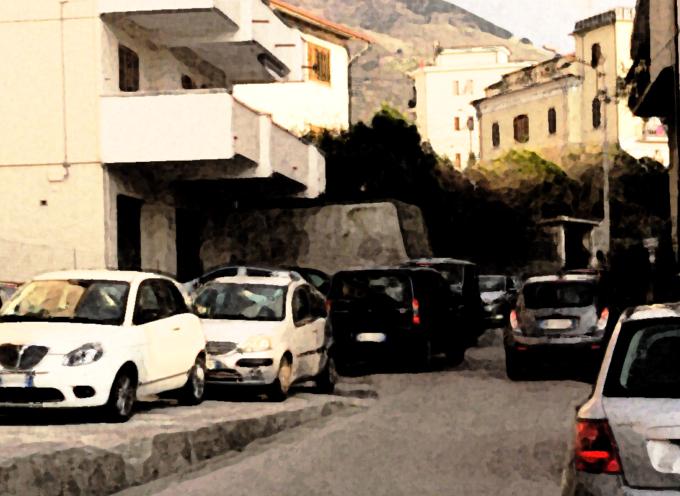 """Paola – Accordo per il parcheggio ma alla """"Piazzetta"""" si soffre"""