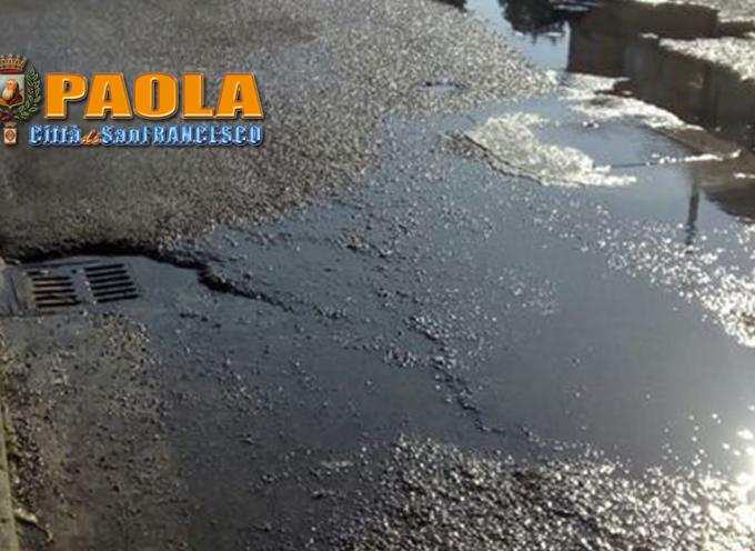 Paola – Dall'asfalto di Rione Colonne è trasudata acqua maleodorante