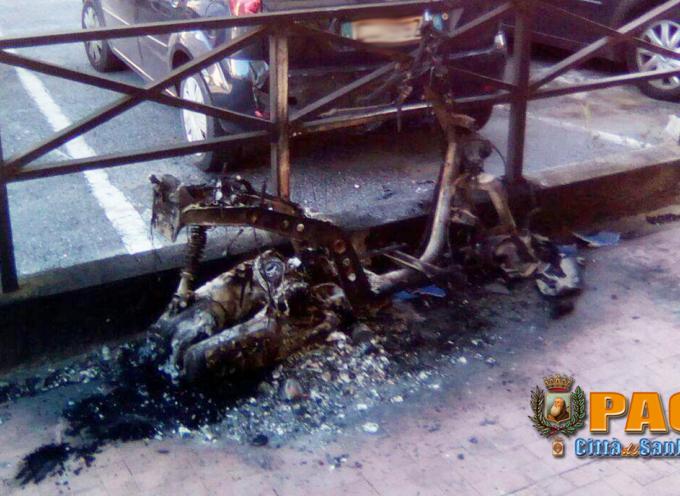 Paola – Notte di fuoco tra Halloween e Ognissanti, bruciato un motorino