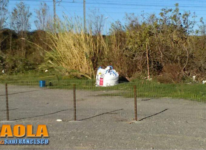 Paola – L'ex area mercatale è ormai discarica abituale anche per l'Amianto