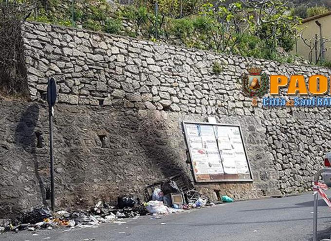 Paola – Via Baracche immersa nel degrado e nei fuochi d'immondizia