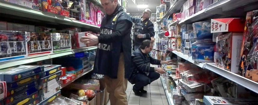 Abusivismo commerciale e vendita di prodotti illegali: GdF sequestra tutto