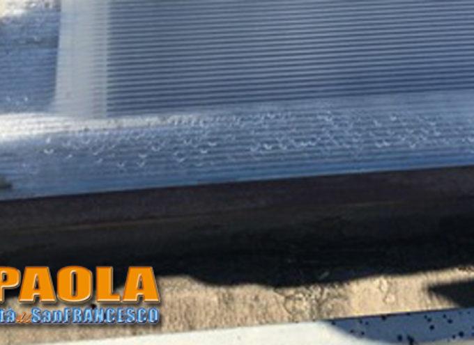 Paola – Lucernari in plastica su scuola S.Agata (l'acqua gocciola all'interno)