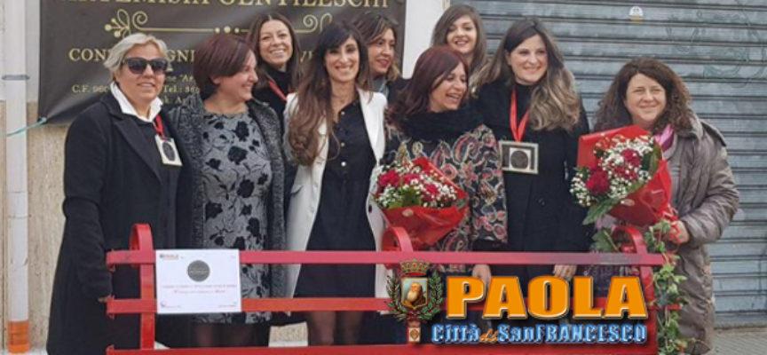 "Paola – Sfregiata ""Panchina Rossa"" di Giordana, Artemisia replica col ""Noi"""