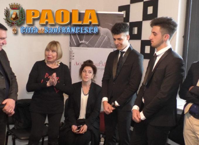 Paola – VIDEO: Laura Piazzolla benedice l'Accademia col nome del Marito