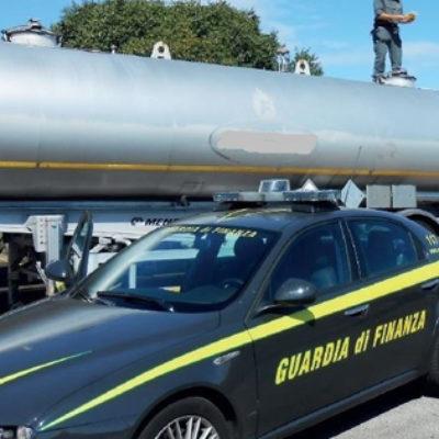 """Diesel di """"illecita"""" provenienza e autocisterna """"modificata"""": GdF sequestra"""