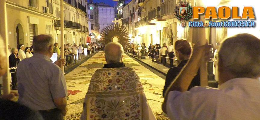 """Paola – VIDEO – Un """"Corpus Domini"""" che è stato invito a donarsi"""