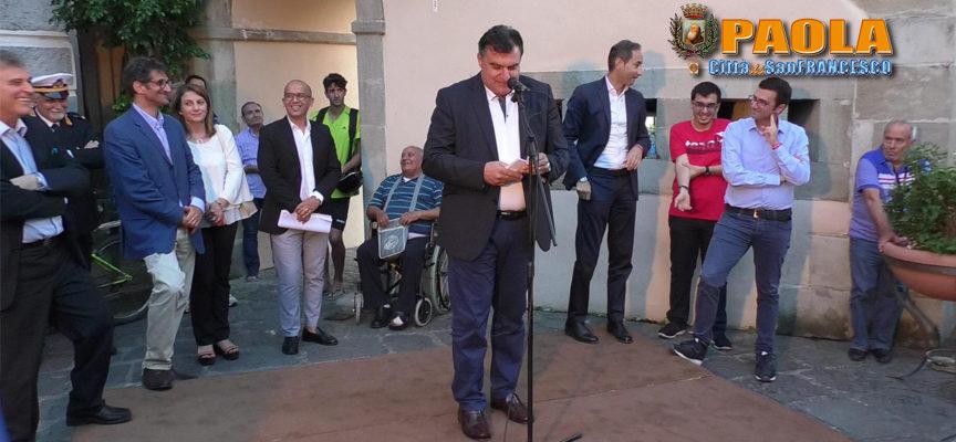 """Paola – VIDEO – """"Sogna ragazzo, sogna"""": Perrotta in Piazza """"striglia"""" Ferrari"""