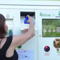 """Paola – VIDEO – Ecco come funziona l'EcoCompattatore (riciclo&""""vantaggi"""")"""