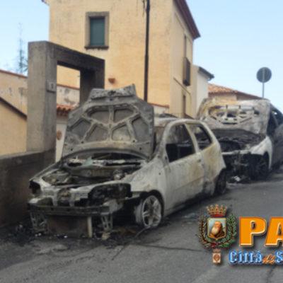 Paola – FOTO – Torna L'incubo dei roghi: nella notte bruciate due macchine