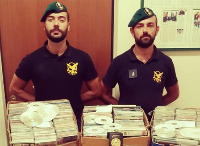 """Stop merce contraffatta: i """"Baschi Verdi"""" sequestrano materiale in vendita"""