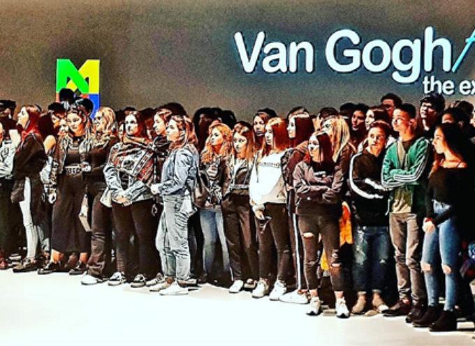 """Paola – Liceali entusiasti per l'esperienza del """"Van Gogh Alive"""" a Cosenza"""