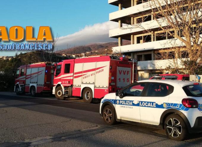 Paola – Comunali e Vigili del Fuoco infaticabili, ma il vento continua… Foto