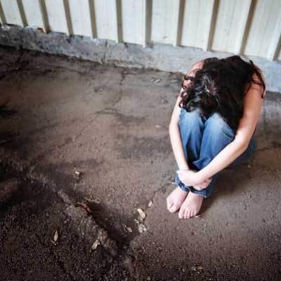 Castrovillari, irrompe in casa di una donna e la violenta