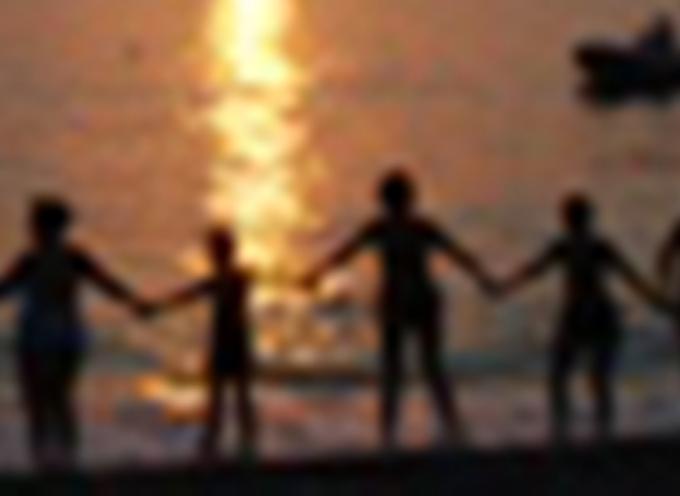 Abbraccio Tra-mondo: una catena umana per un abbraccio alla vita
