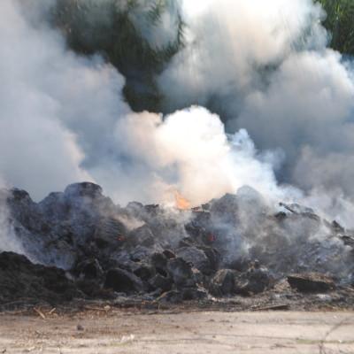 I Vigili del Fuoco domano un incendio a Torremezzo [CRONACA e FOTOSEQUENZA]
