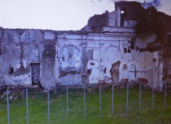 Ruderi demoliti a Fiumefreddo. Politica e cittadini s'interrogano