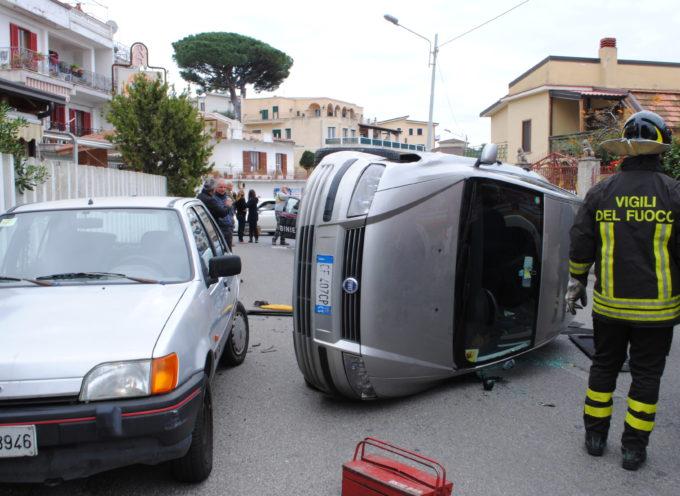 [ULTIM'ORA] Incidente a San Lucido, cappottata un'auto [FOTO]