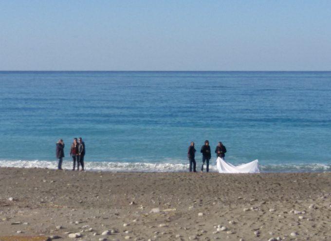 Paola – Il mare  restituisce un cadavere [FOTO]