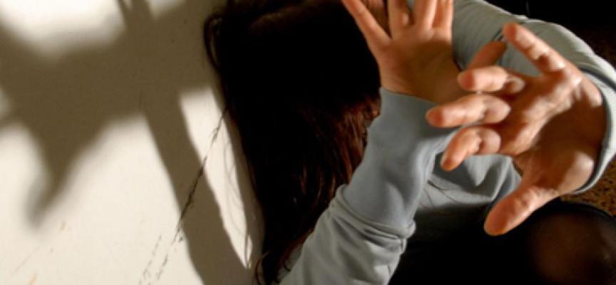 Paola – Perseguita e aggredisce l'ex moglie, rinviato a giudizio un 46enne
