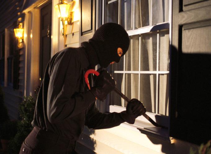 Due arresti per furto e scasso