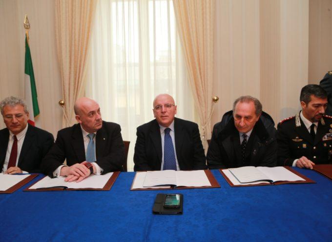 Oliverio sottoscrive protocollo d'intesa per la legalità nella costruzione del nuovo ospedale di Vibo