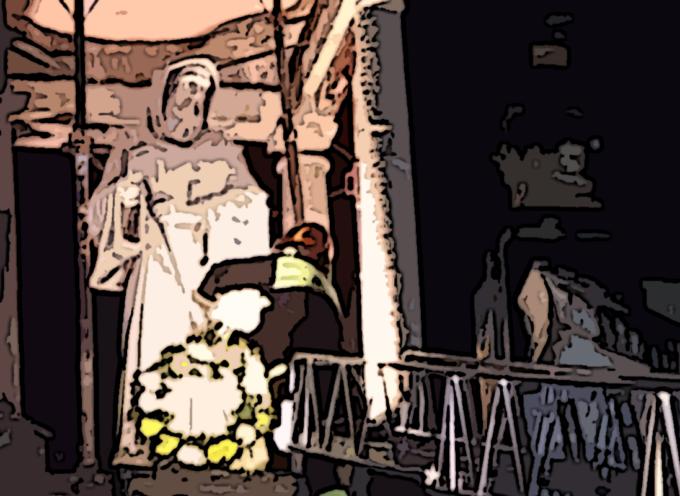 [PAOLA] Celebrata la nascita di San Francesco ma la statua è puntellata [VIDEO CON INTERVISTE]