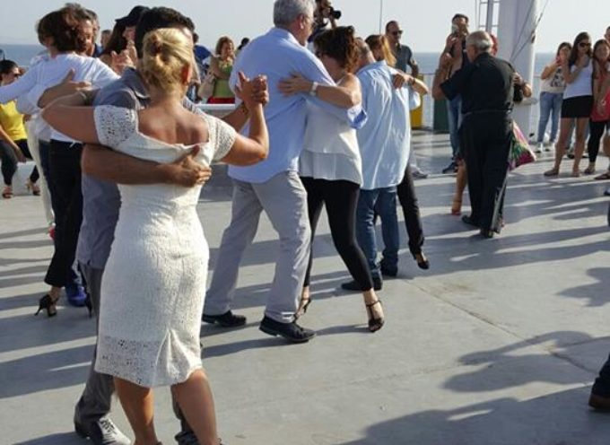 Emozioni a suon di tango a bordo tra Calabria e Sicilia