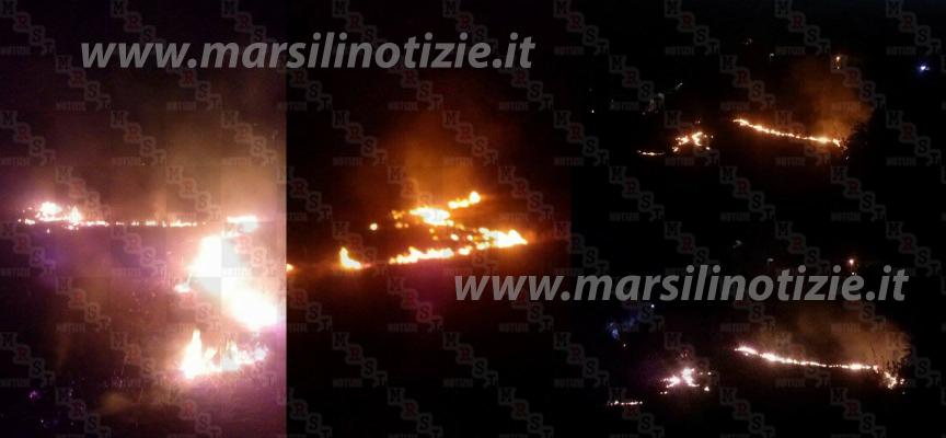 Vasto incendio a Paola minaccia le case e la statale [FOTO]