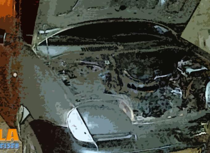 Paola – Atto incendiario ai danni dell'auto di commercianti – FOTO
