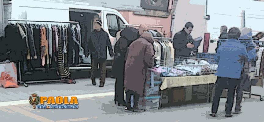 Paola – L'isola pedonale di Corso Roma invasa dai furgoni domenicali