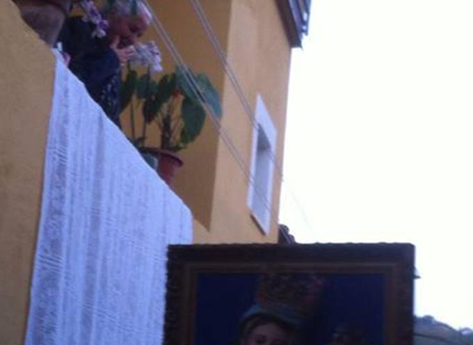 """Falconara Albanese – Eparca (Vescovo di rito bizantino) """"saluta"""" la nonnina"""