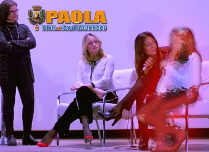 Paola – Contro la violenza sulle Donne, sul palco testimonia una minorenne