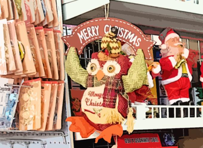 Maxi sequestro di giocattoli, decorazioni e addobbi natalizi: 4 trasgressori