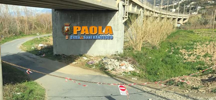 Paola – Su una strada sempre percorsa dai cittadini è spuntata una catena