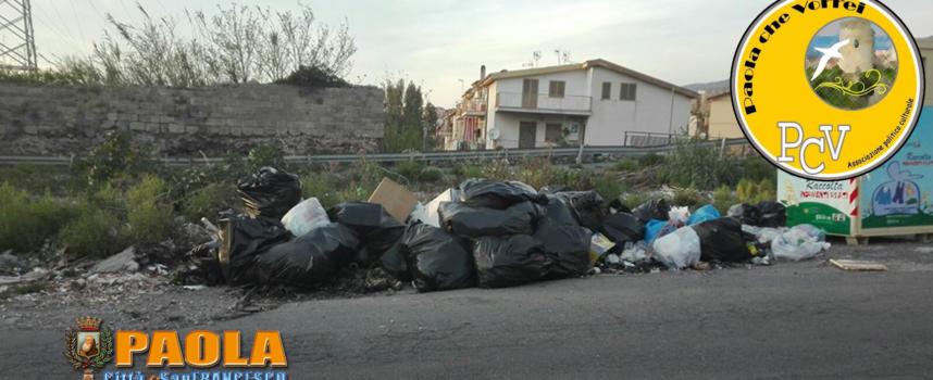 """Paola – L'associazione """"pro Falbo"""" denuncia il degrado dell'immondizia"""