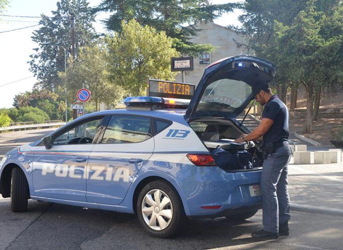 Incensurato arrestato per furto di auto. Complici, al momento, in fuga