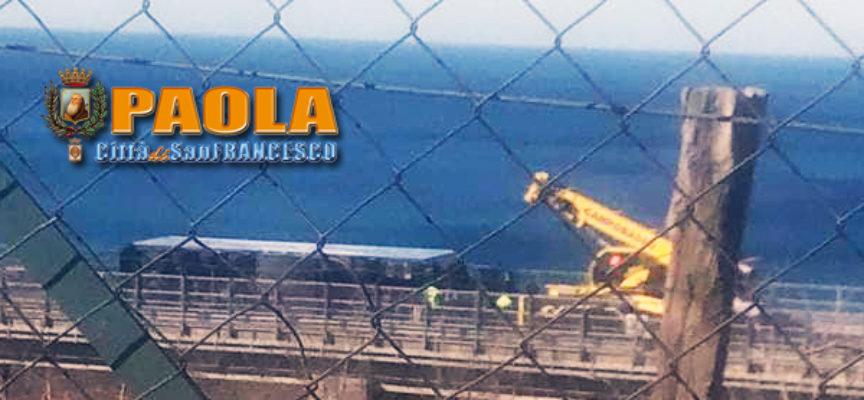 Paola – Inizia la conta dei danni: rimosso il Tir vicino alla SS18 – FOTO