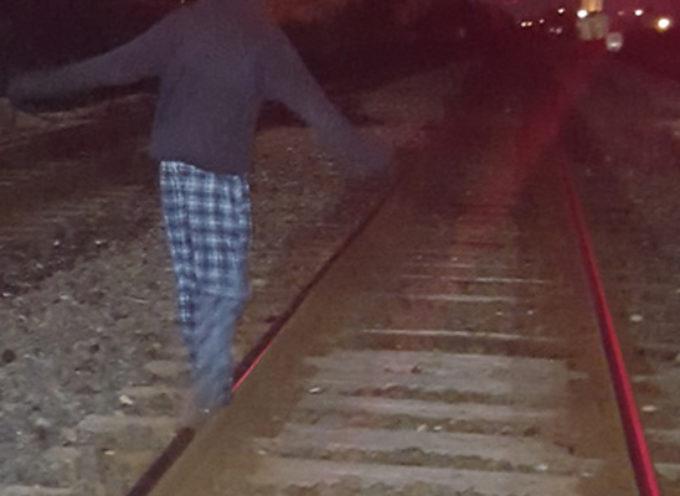 Paola – Tragedia sfiorata: camminava in galleria mentre passava un treno