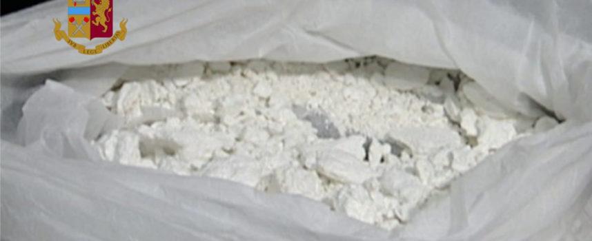 35enne pronto a mettere su mercato cocaina: arrestato dopo inseguimento