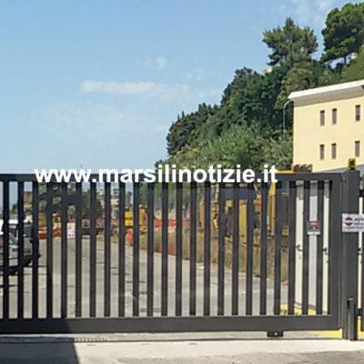 Disagi stazione di Paola: serrato il cancello da cui s'accede al posto Polfer