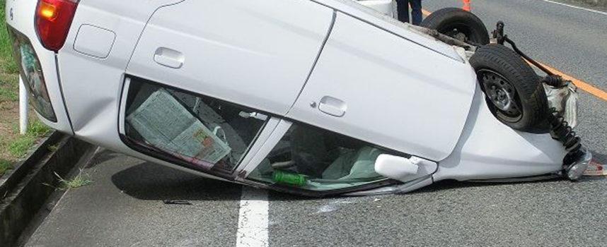 Auto si ribalta sulla SS18, conducente ferito portato all'ospedale di Cetraro